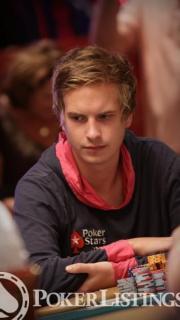 Viktor Blom27